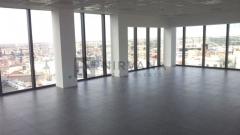 Edificio exclusivo, moderno y señorial totalmente reformado y equipado con las máximas presataciones. Suelo técnico, techo técnico, y excelentes vistas.