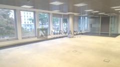 Edificio exclusivo de oficinas, con las mejores calidades, muy buena luz, diáfanas o semi- diáfanas.Situado en una de las mejores zonas de Madrid, y con acceso de comunicaciones excelente.