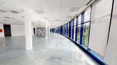 Edificio exclusivo con materiales de primera calidad, muy luminoso. Próximo a zona de restauración, servicios y buena comunicación.