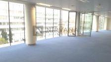 Es uno de los edificios exclusivos de oficinas más representativos y emblemáticos de Madrid. Máxima representatividad  calidades. Grandes ventanales.